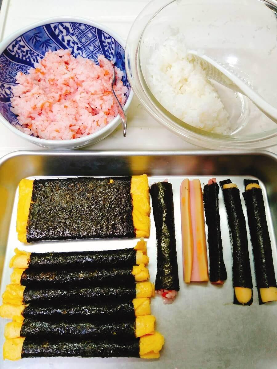デコ巻き寿司鬼の顔準備
