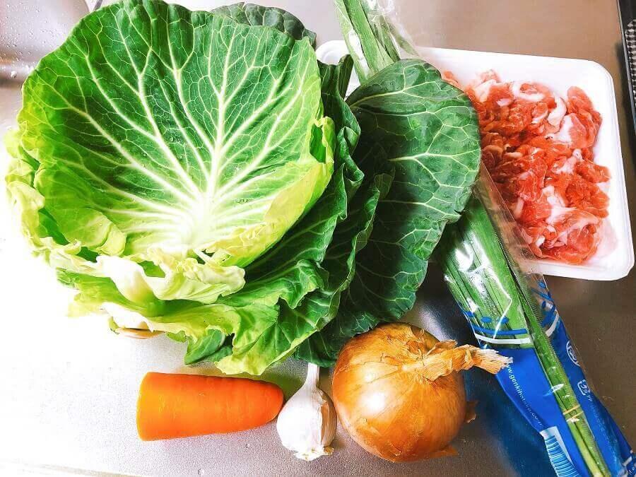 キャベツの外の葉の野菜炒め具材