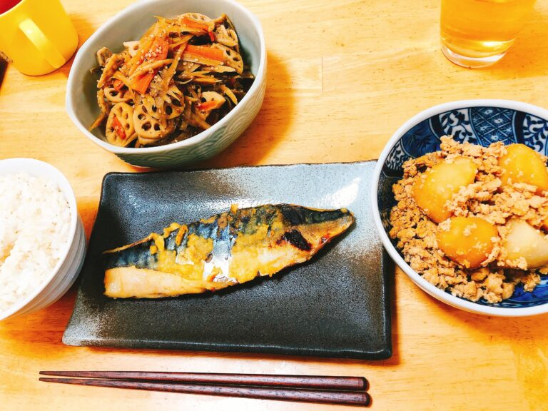 西京焼きときんぴらと鶏そぼろの夕食