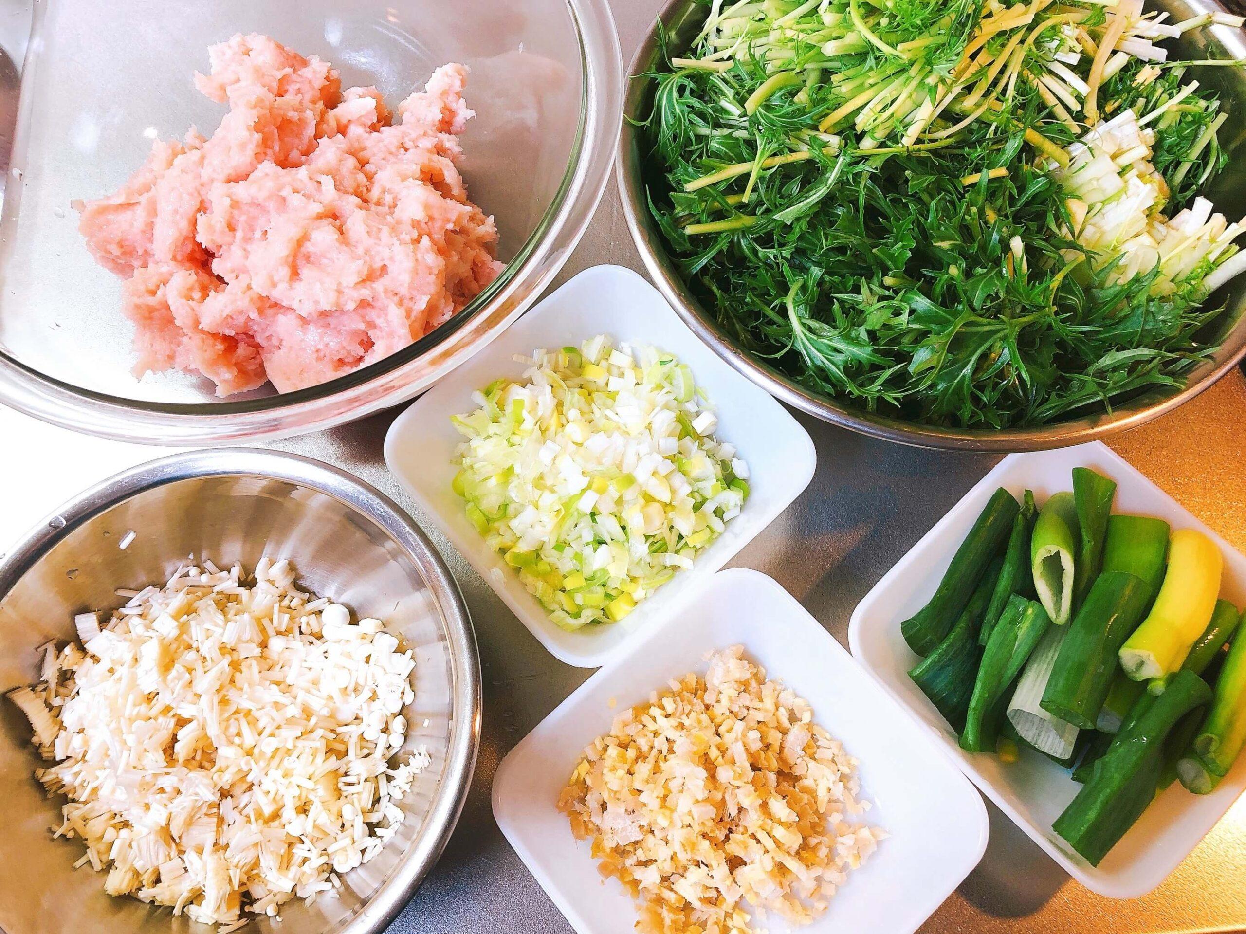 鶏団子と水菜の煮物材料