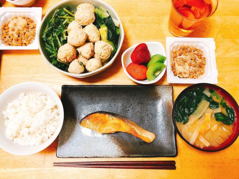 鶏団子と水菜の煮物の献立
