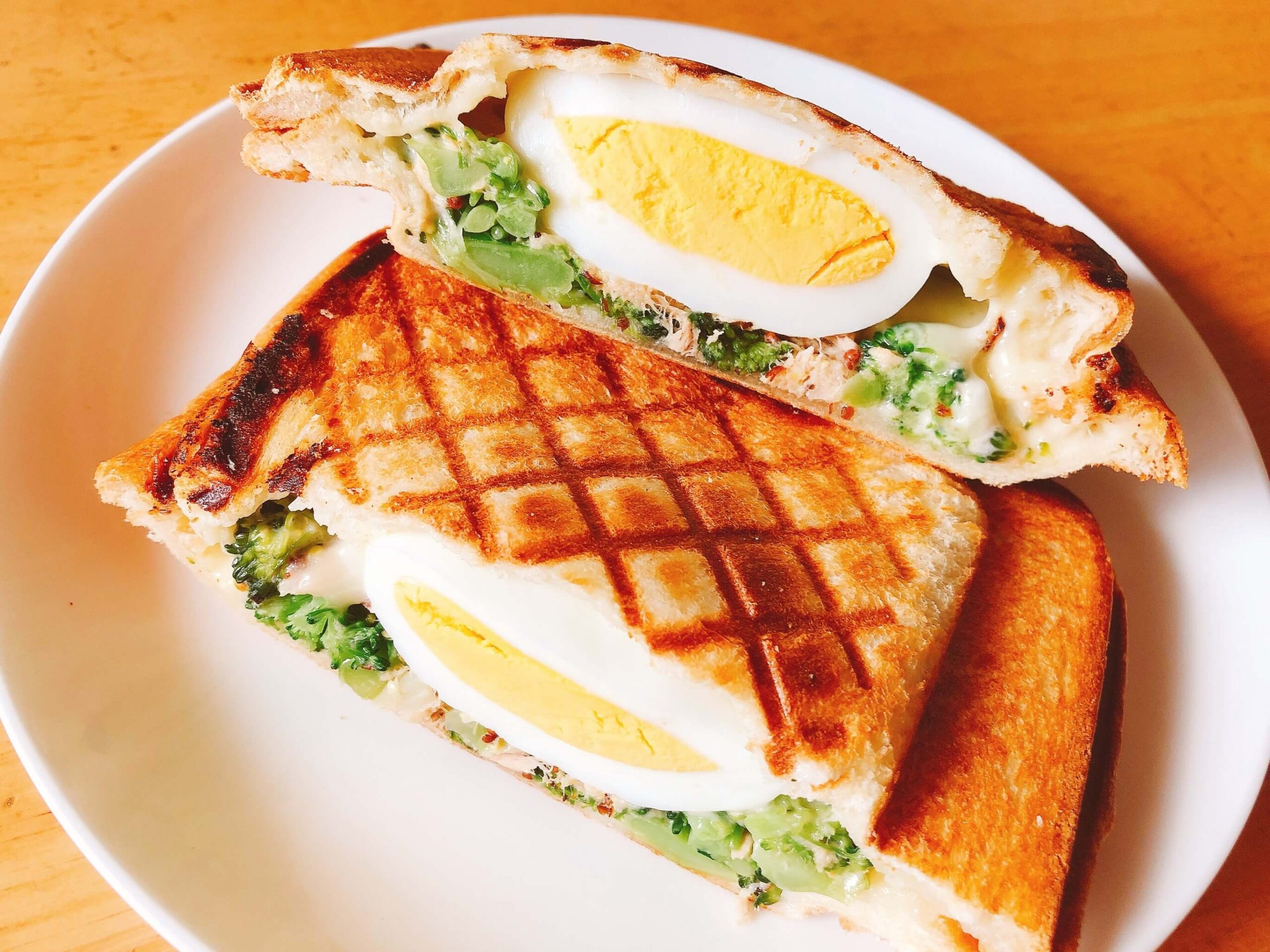 ブロッコリーツナマヨゆで卵のホットサンド