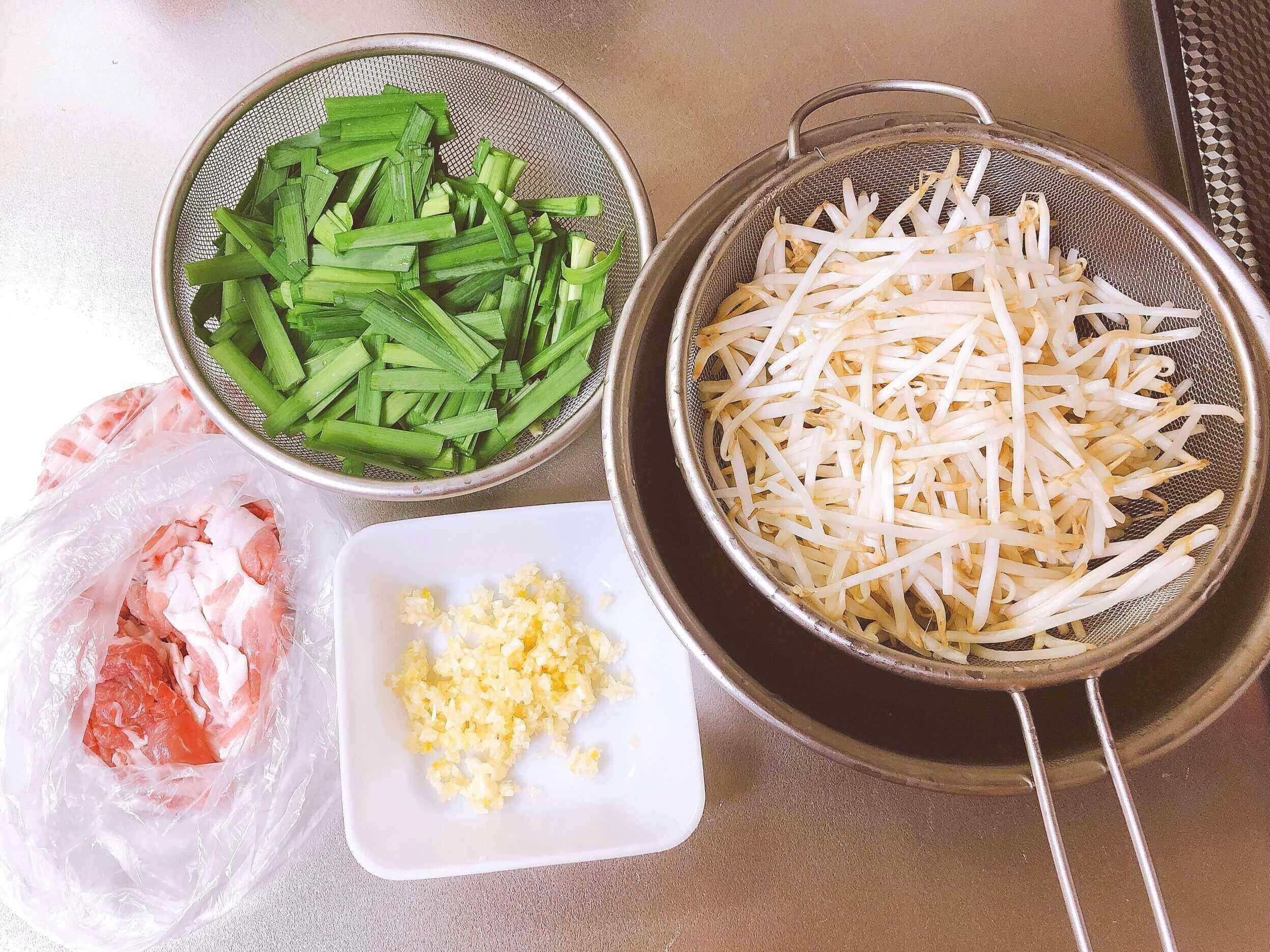 もやしとニラと豚肉の中華炒めの具材
