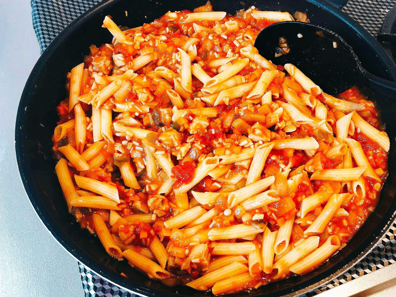 チキンオムライスの具でグラタン、マカロニ混ぜる