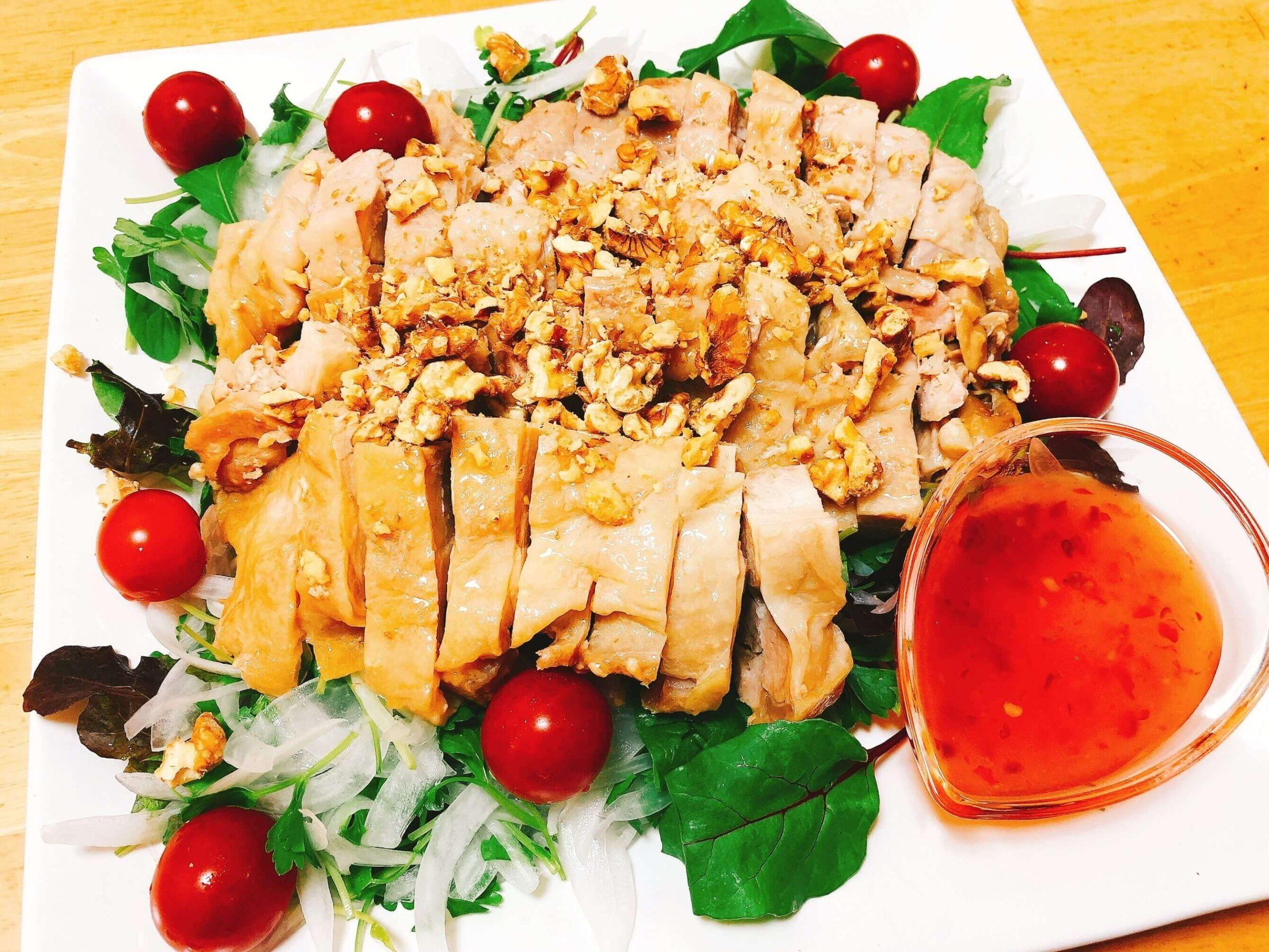 蒸し鶏のエスニック風サラダ仕立て