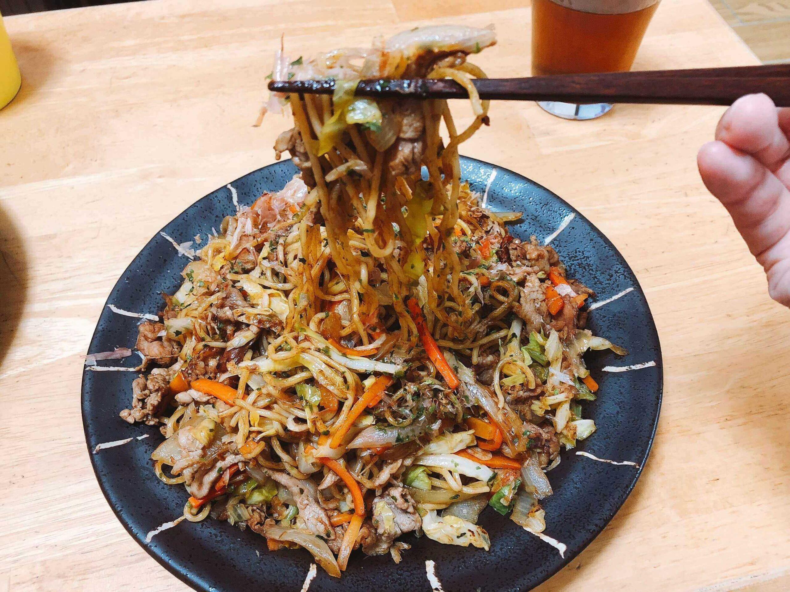 野菜たっぷり焼きそば、麺と具が絡まる