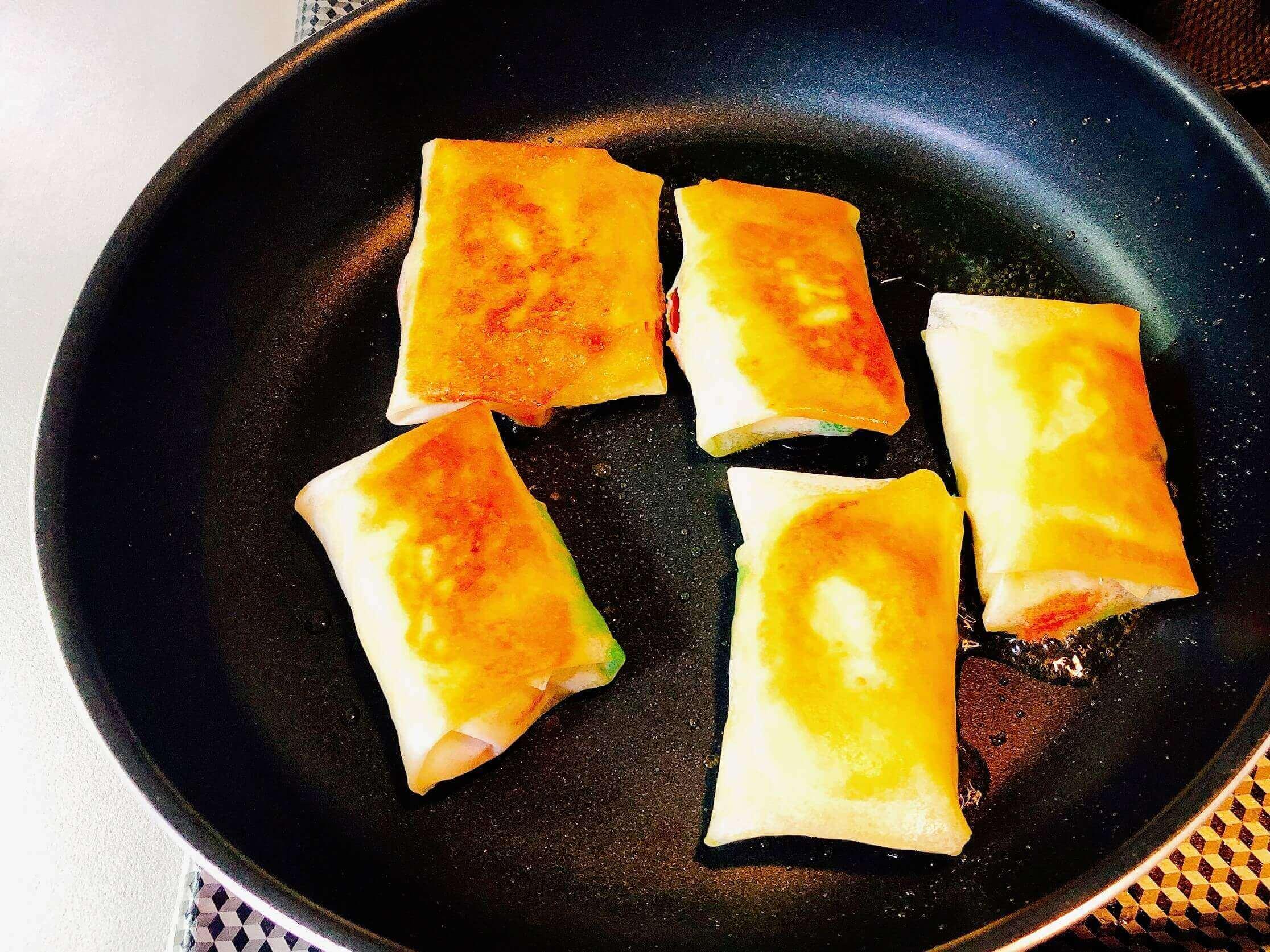 洋風春巻き調理、オリーブオイルで揚げ焼き