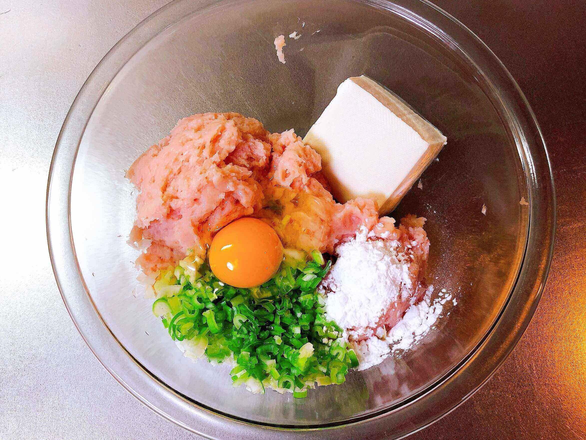 鶏胸肉と豆腐のつくねの材料
