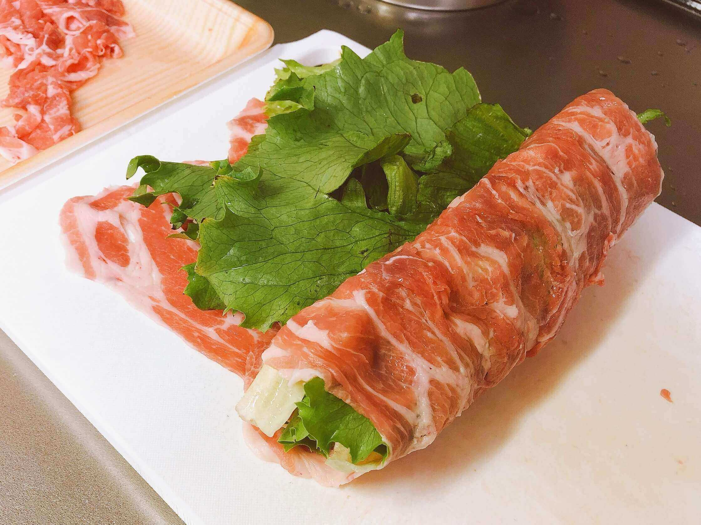 レタスの豚肉、クルクル巻く