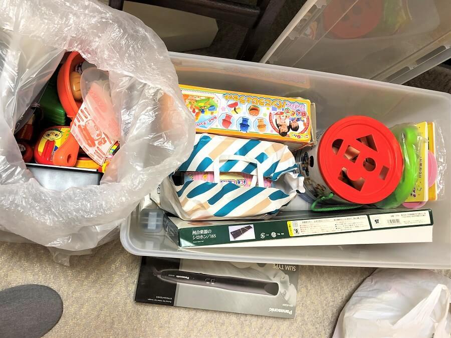 使わなくなったおもちゃを入れた収納ケース