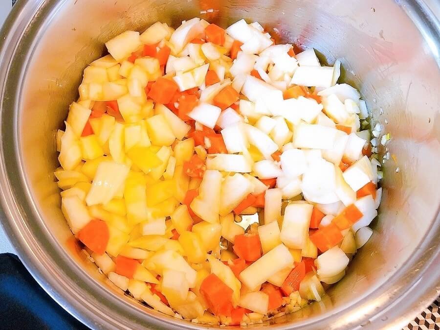 ラタトゥイユレシピ、玉ねぎ炒める