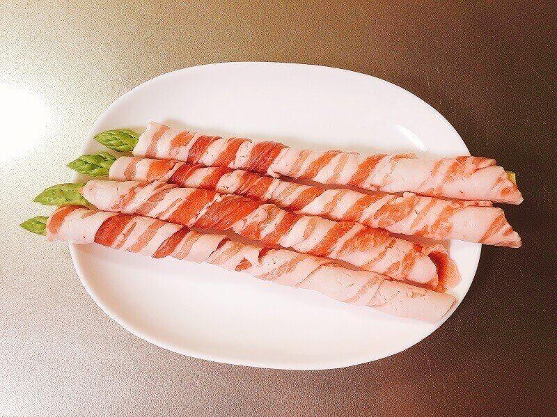 アスパラ豚肉巻き、肉を巻いた