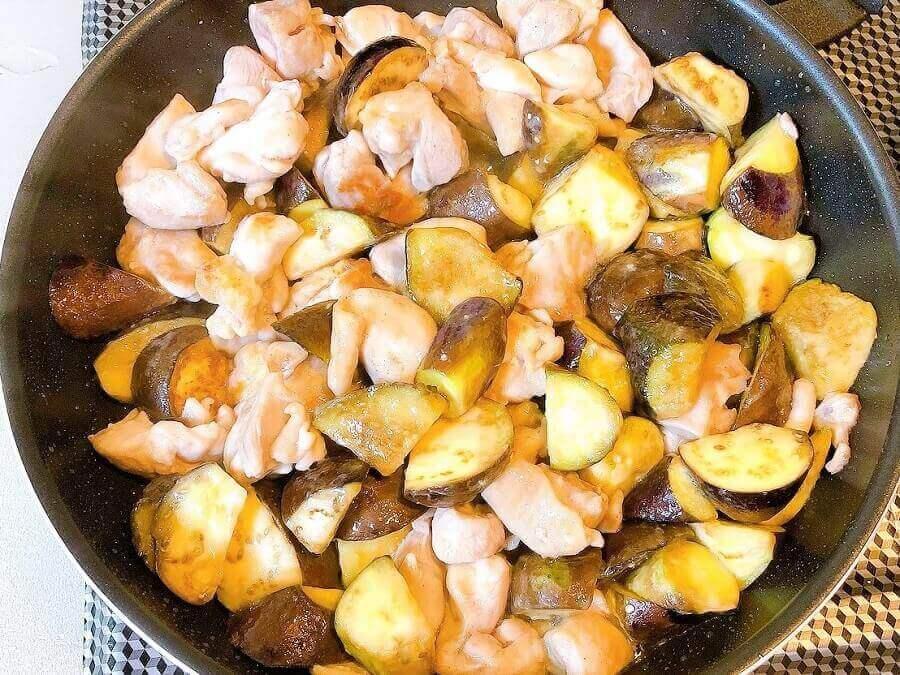 なすと鶏肉の中華風甘酢炒め、炒める