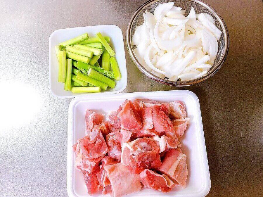 鶏とアスパラのゆず胡椒パスタの具