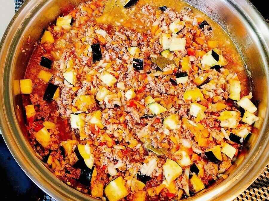 野菜たっぷりキーマカレー、煮込む