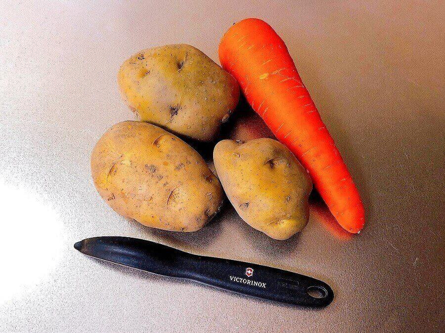 ビクトリノックスのピーラーと野菜