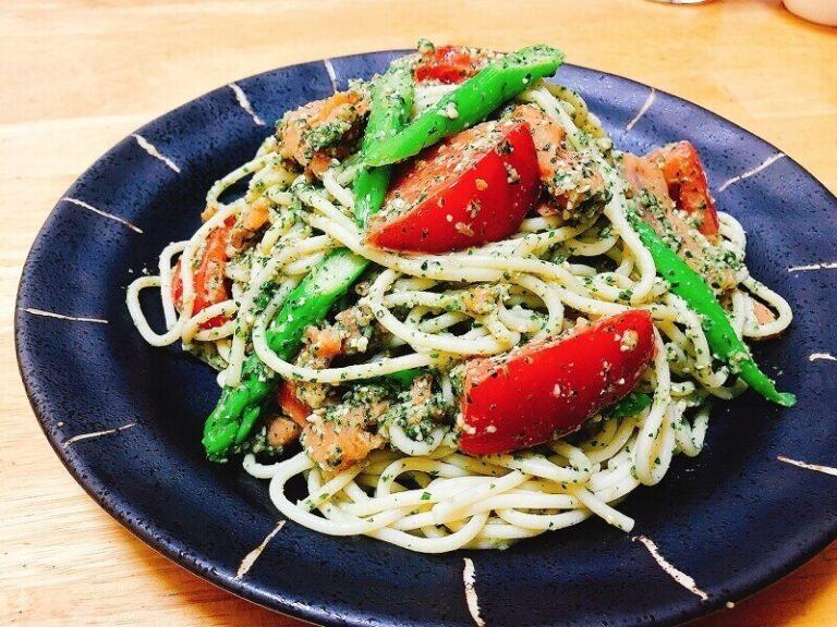 スモークサーモンとトマトの冷製ジェノベーゼパスタ